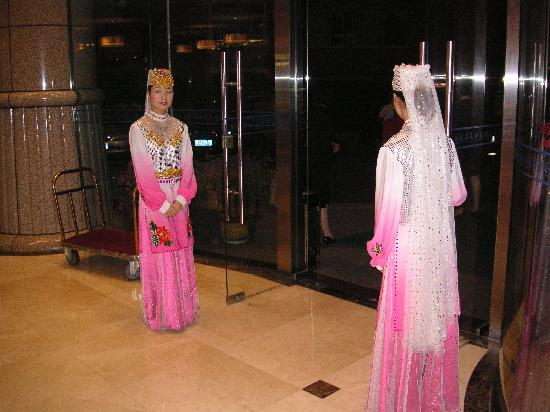 Beijing Ning Xia Hotel: The charming hotel greeters