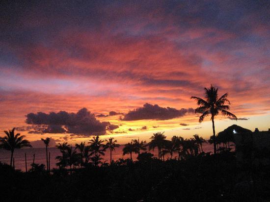 Makaha Surfside Condominium : sunset view from studio