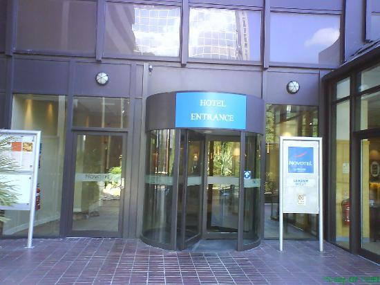 Novotel London West: hotel entrance