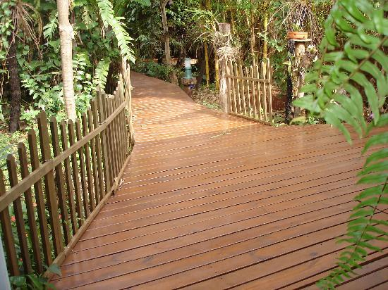 Secret Garden Iguazu B&B: walkway
