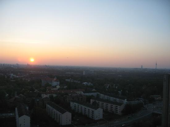 Sheraton Muenchen Arabellapark Hotel: View of Munich