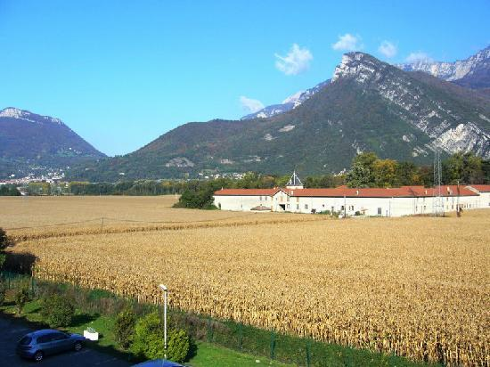 Hotel Novotel Grenoble Nord Voreppe: The beautiful view from the window