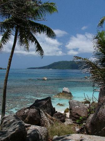 Les Villas d'Or: praslin from coco island