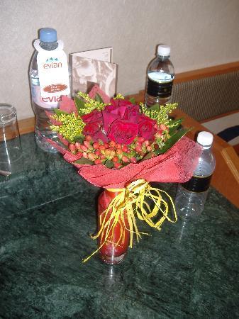 Shangri-La Hotel Kuala Lumpur: my flowers!