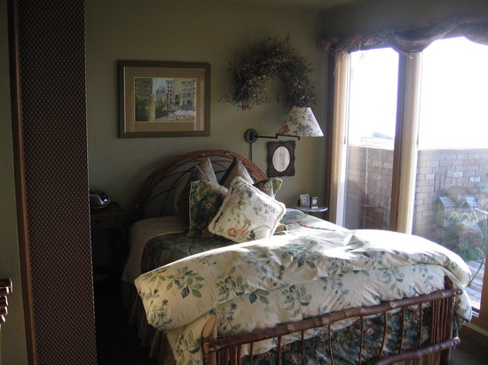 SeaQuest Inn Bed & Breakfast: Our room (Monseratt)