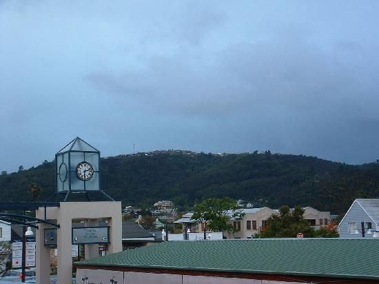 Protea Hotel by Marriott Knysna Quays: If I leaned *way* out the window and craned my neck to the left