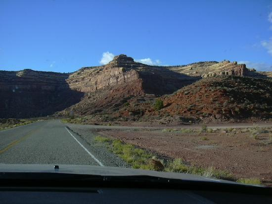 Valley of the Gods Bed and Breakfast: turn off to VoG