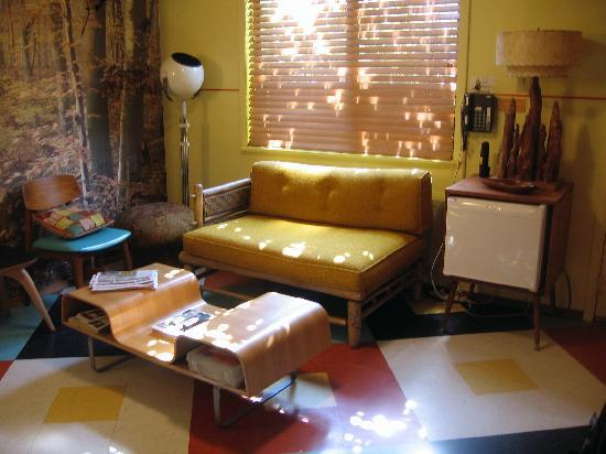 Kate's Lazy Meadow Motel: living room in 3