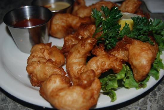 Driftwood Restaurant & Lounge: Jumbo Tempura Shrimp at the Driftwood Inn, Cannon Beach, Ore