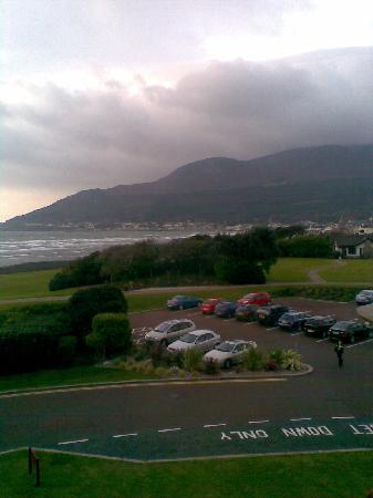Slieve Donard Resort and Spa: Grounds, Sea and Mourne Mts