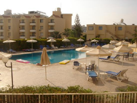 Vrissaki Hotel Apartments: Pool Area 2