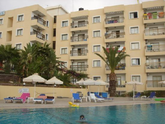 Trizas Hotel Appartments: Apartments From Pool