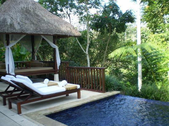 Komaneka at Tanggayuda: dipping pool and bale (day bed)