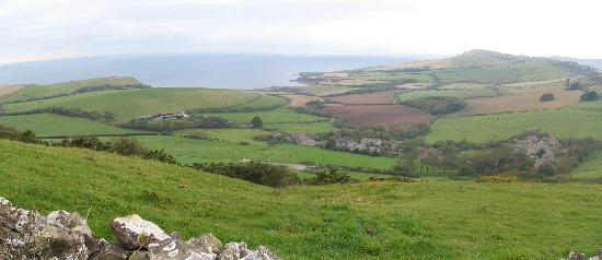 Kimmeridge, UK: Kimeridge Panoramic - B&B on right