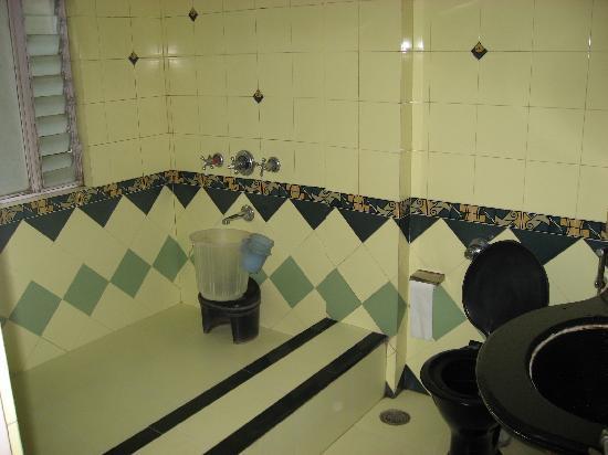 Hotel Sapna: Bathrom