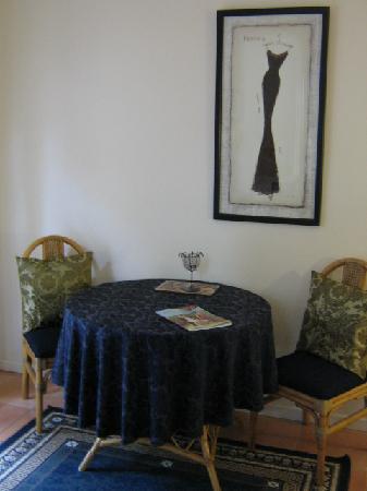 Chez Vous Villas: Dining