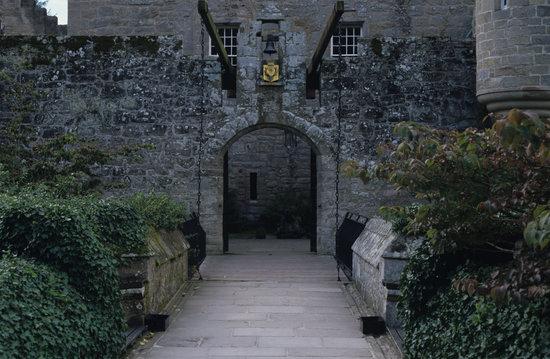 Cawdor Castle: Drawbridge