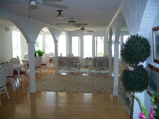 Wades Point Inn on the Bay: Breakfast Room