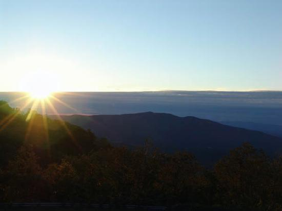 Switzerland Inn: sunset view of Blue Ridge