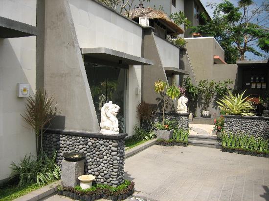 Bali Elephants Villa : Front Entrace to 3 villas