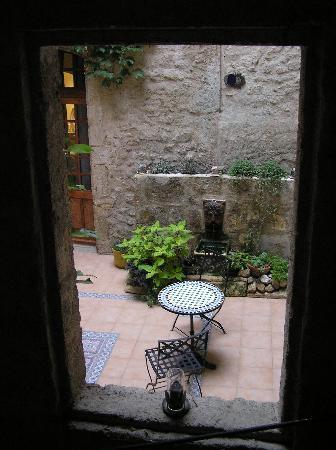 Pezenas, Frankrijk: Inner courtyard