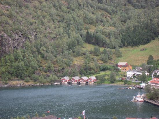 Fretheim Fjordhytter: View across the fjord