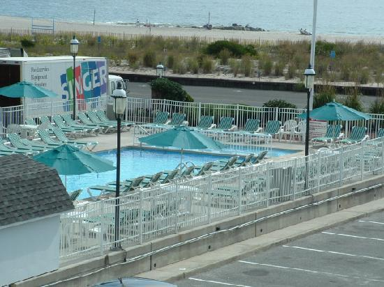 The Grand Hotel: outdoor pool
