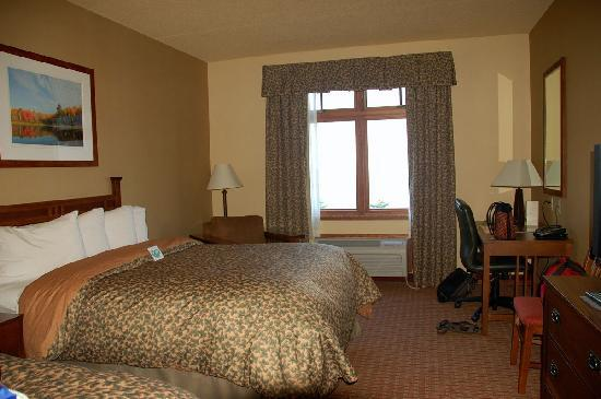 Canal Park Lodge: Our guest room