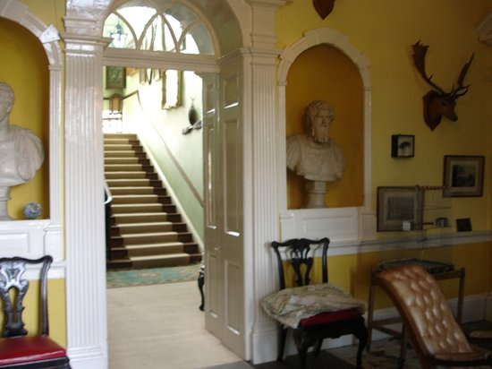 Coopershill House: Entrance hall