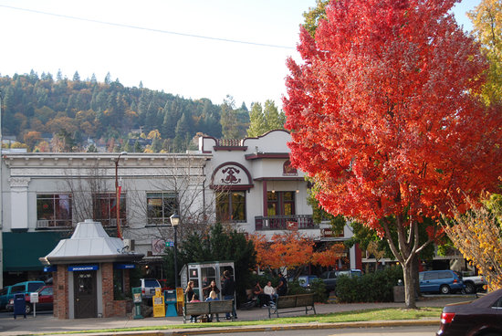 A fall day in downtown Ashland