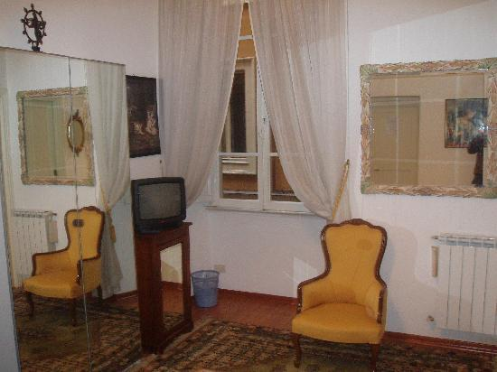 Antiqua Roma: Our room