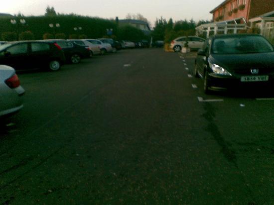 Bothwell Bridge Hotel : Busy car park.