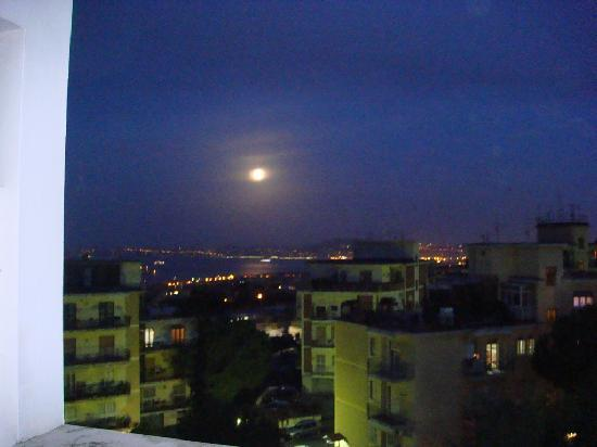 Hotel Sakura: View by night from window