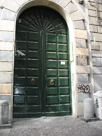 Hotel Piazza Bellini : Here's the entrance