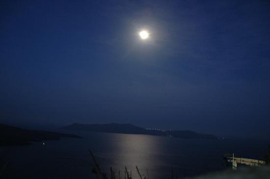 Villa Renos: full moon from an early morning walk