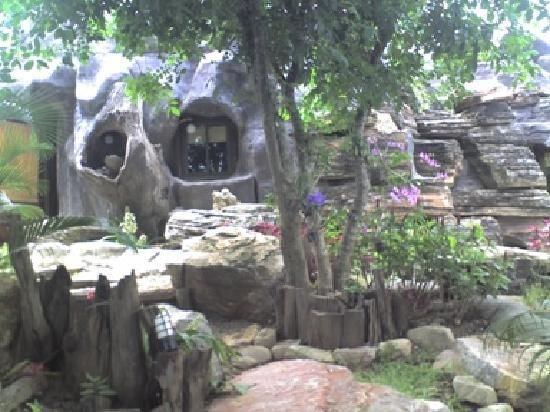 Cave Cliff Tarzan River Kwai Resort: Cavehouse