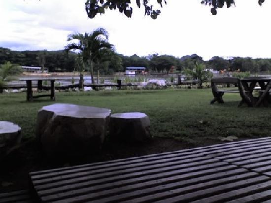 Cave Cliff Tarzan River Kwai Resort: Sitting area