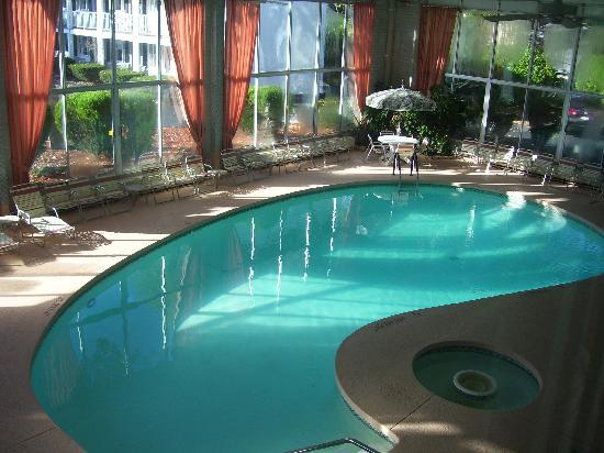 ShoreWay Acres Inn & Cape Cod Lodging: nice indoor pool!