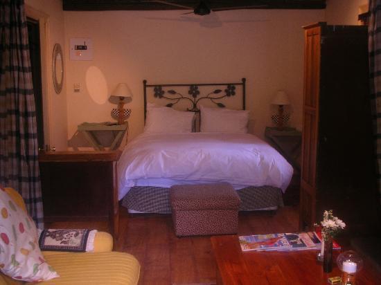 La Fontaine Guest House: Inside the Lemon Suite