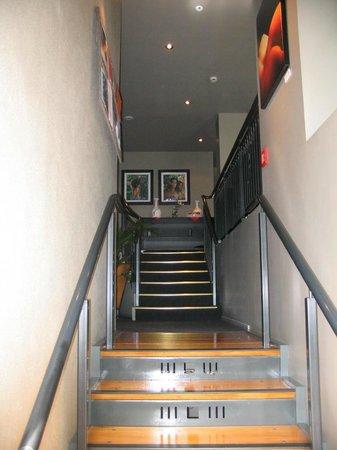 Hotel 115 Christchurch: stairwell