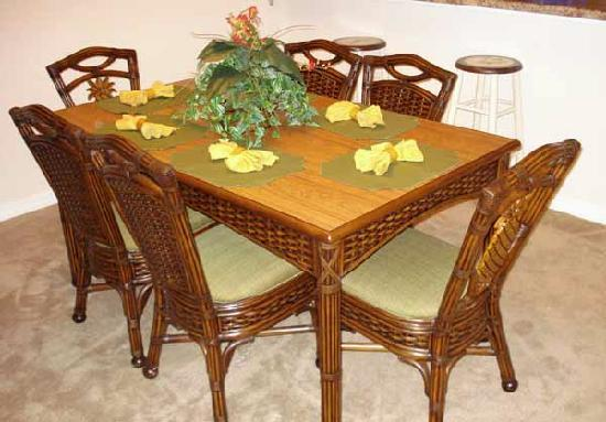 Caribe Cove Resort Orlando: Dining Table