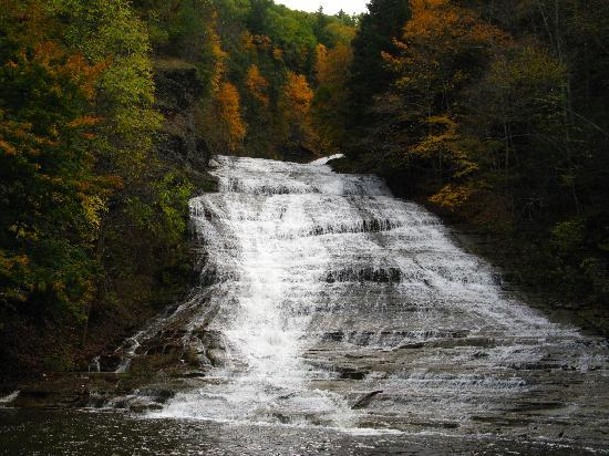 Ramada Ithaca Hotel & Conference Center: nearby buttermilk falls ( a few miles)