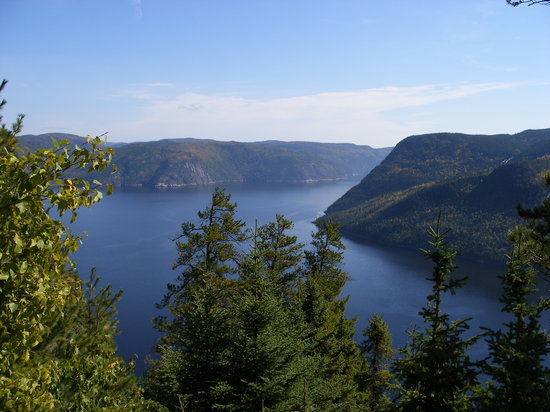 Quebec, Canadá: View of Sanguenay Fjord from Cap Trinite