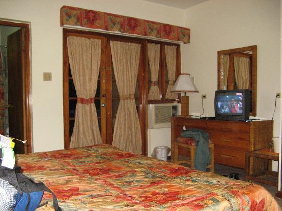 Toby's Resort: Standard room on the groud floor.