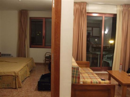 Boo de Pielagos, Hiszpania: chambre, 1 côté sommeil l'autre salon et cuisine