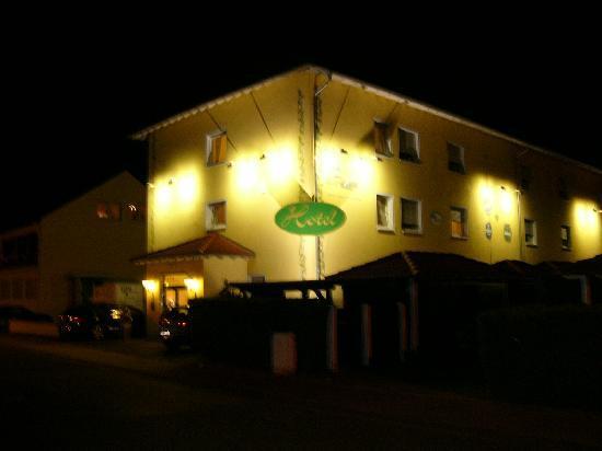 Hotel Europarc: von auusen bei nacht