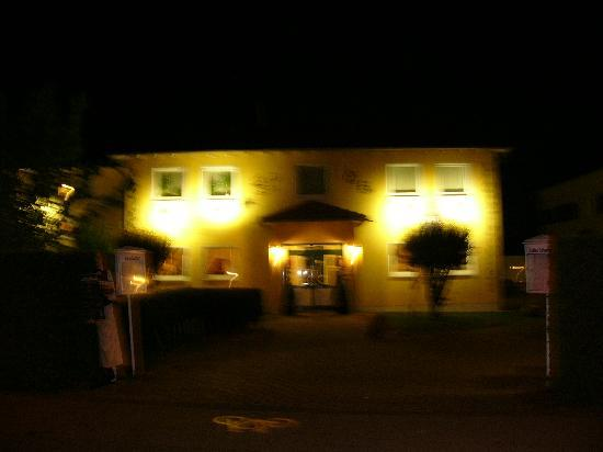 Hotel Europarc: von aussen nachts