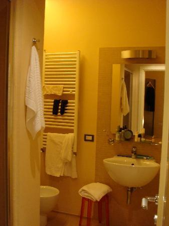 B&B Four Rooms: one of the bigger bathrooms (room 3 or 4)