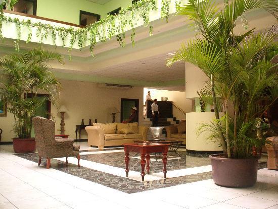 Hotel La Aurora: a very comfortable lobby