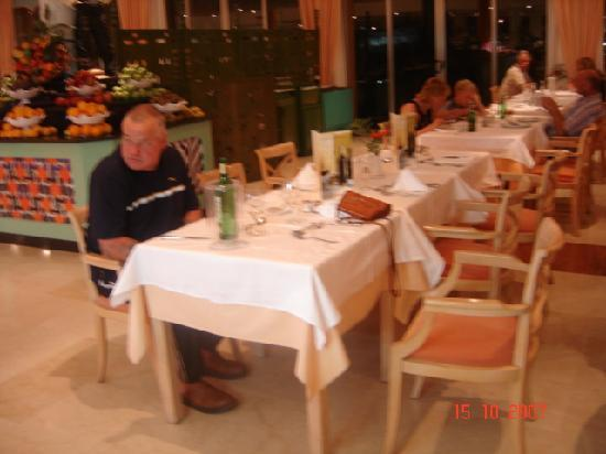 IBEROSTAR Fuerteventura Palace: PLENTY OF SEATING NO ONE SITS WITH YOU IF YOU ARE BRITISH